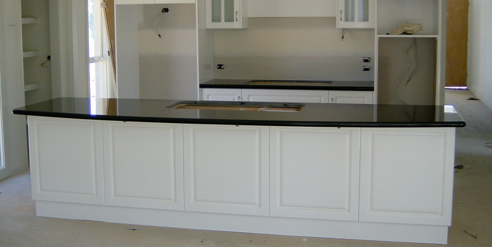 Fine white kitchen black benchtop quartz engineered stone for Kitchen designs zimbabwe